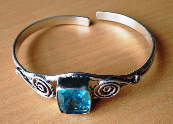 Stunning Metal Bracelet With Light Blue Stone SWB005